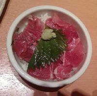 マグロ丼380円