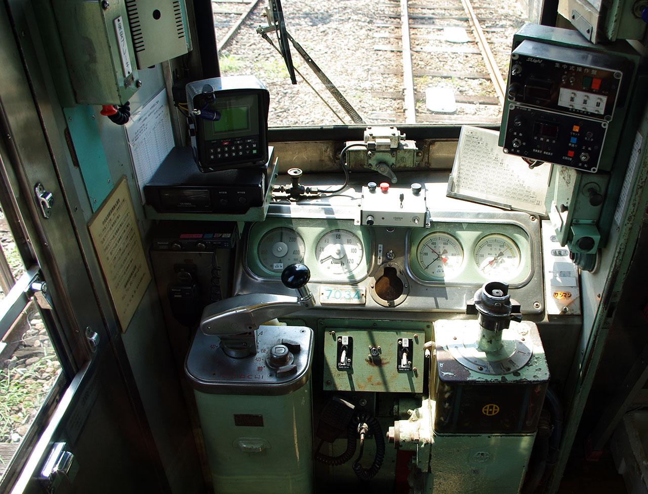 大鰐線7034運転台
