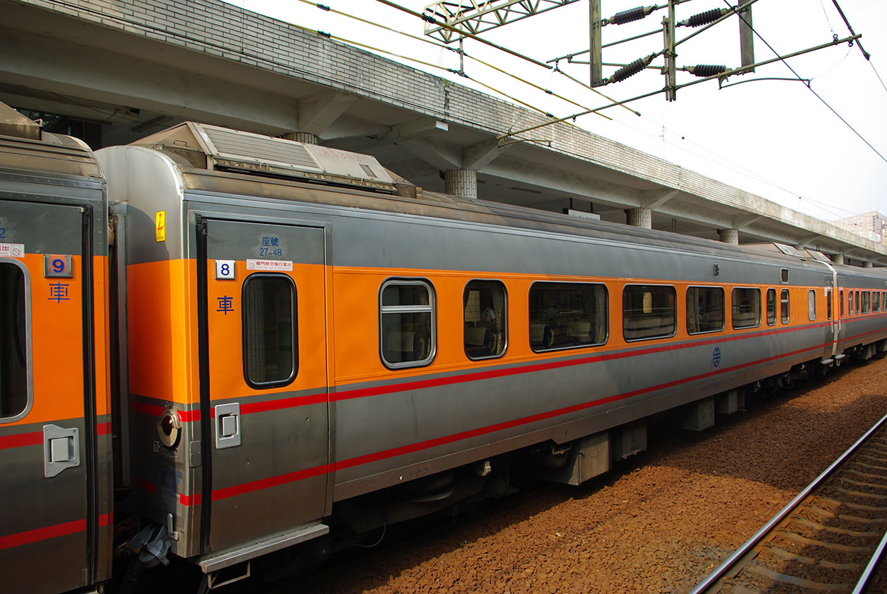 中間客車は韓国製